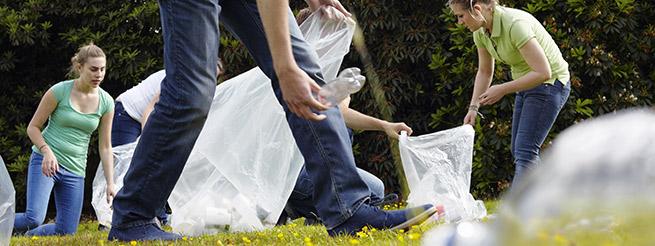 bénévole ramassage papier
